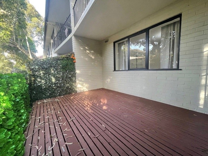 Photo of property at 9 Kooyong Road, CAULFIELD NORTH