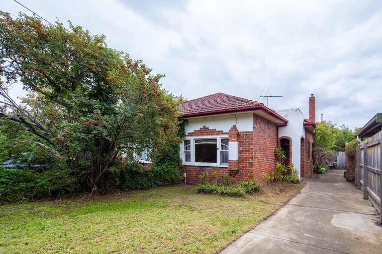 Photo of property at 27 Dover Street, Caulfield South